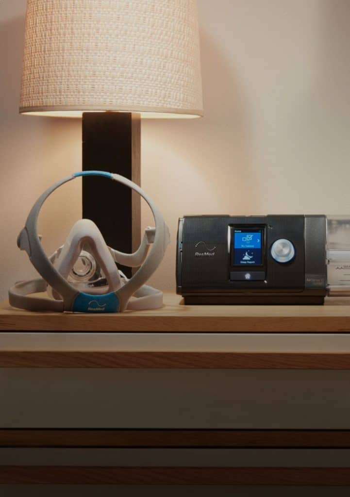 sleep-apnea-sleepapnea-airsense-10-and-cpap-mask-with-table-lamp-721x1024-min
